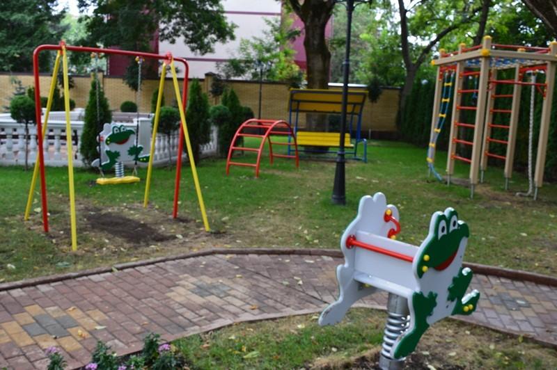 Детская площадка на территории санатория МЧС России в Кисловодске